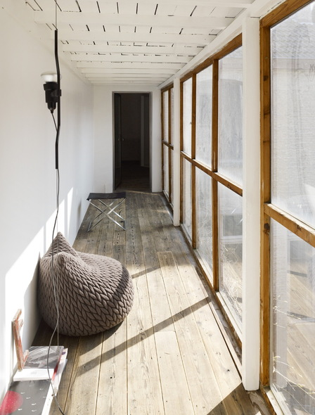 slumber pouf in corridor - Slumber